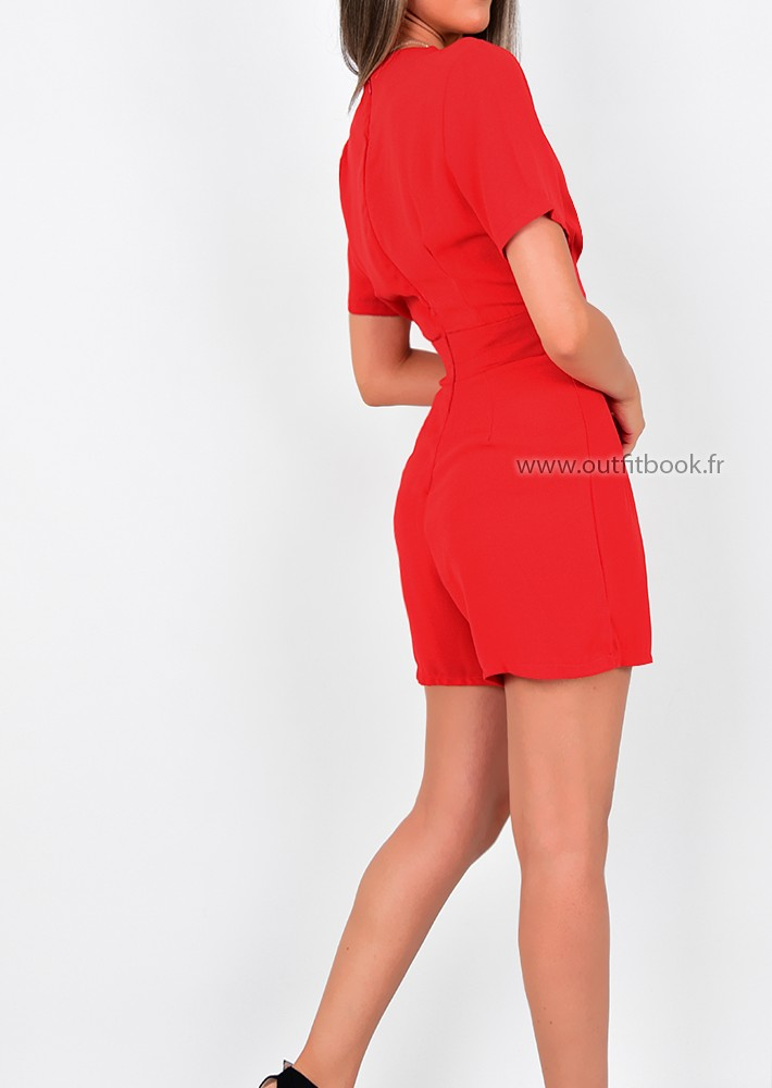 Combinaison short rouge avec ceinture