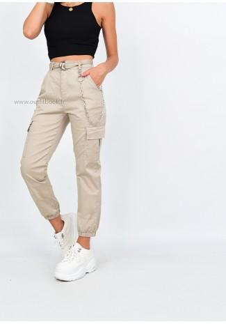 Pantalon cargo beige avec chaîne