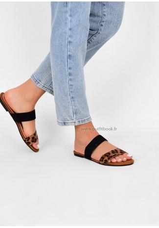 Flat sandals in leopard print