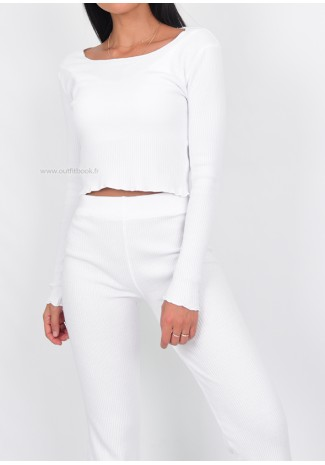 Ensemble pull et pantalon blanc