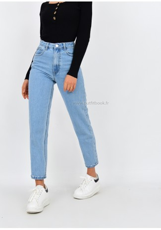 High waisted mom jeans in light blue