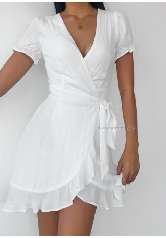 Robe blanche cache coeur à volants