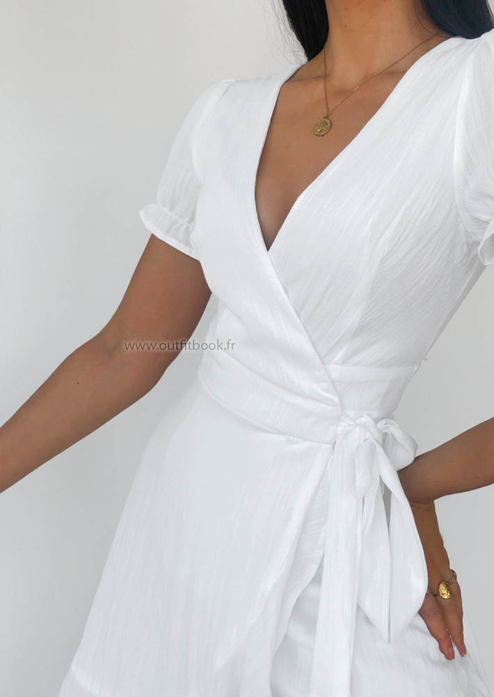 Robe blanche cahe coeur à volants