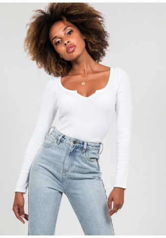 Long sleeves top with notch detail in white
