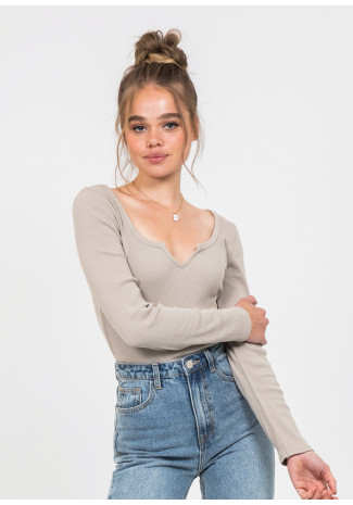 Long sleeves top with notch detail in beige