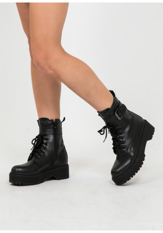Chunky boots with buckle in black