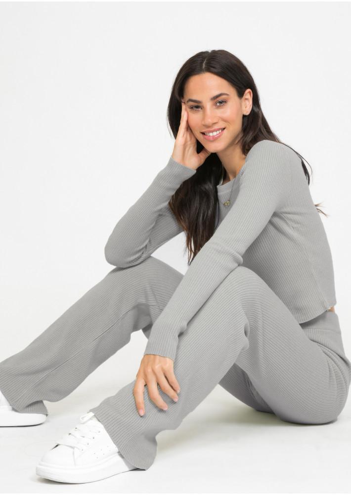 Conjunto de pantalones y jersey en gris oscuro