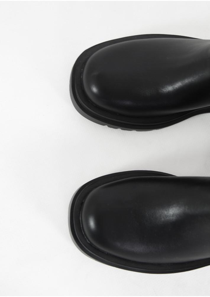 Botines Chelsea con suela gruesa en negro