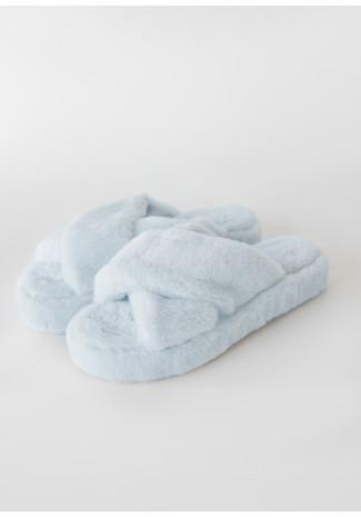 Pantuflas de piel sintética con diseño cruzado en azul claro