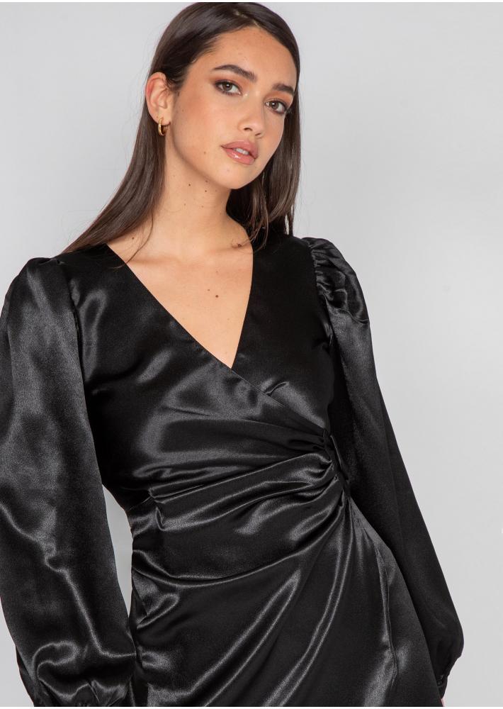 Robe noir en satin drapé