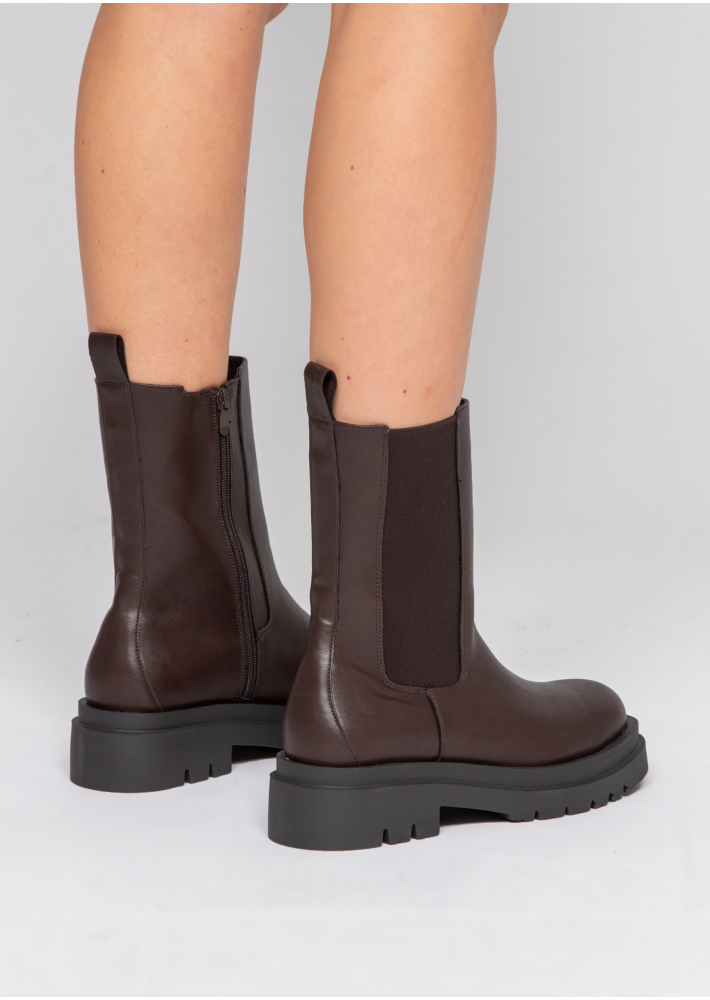 Chunky chelsea boots in brown