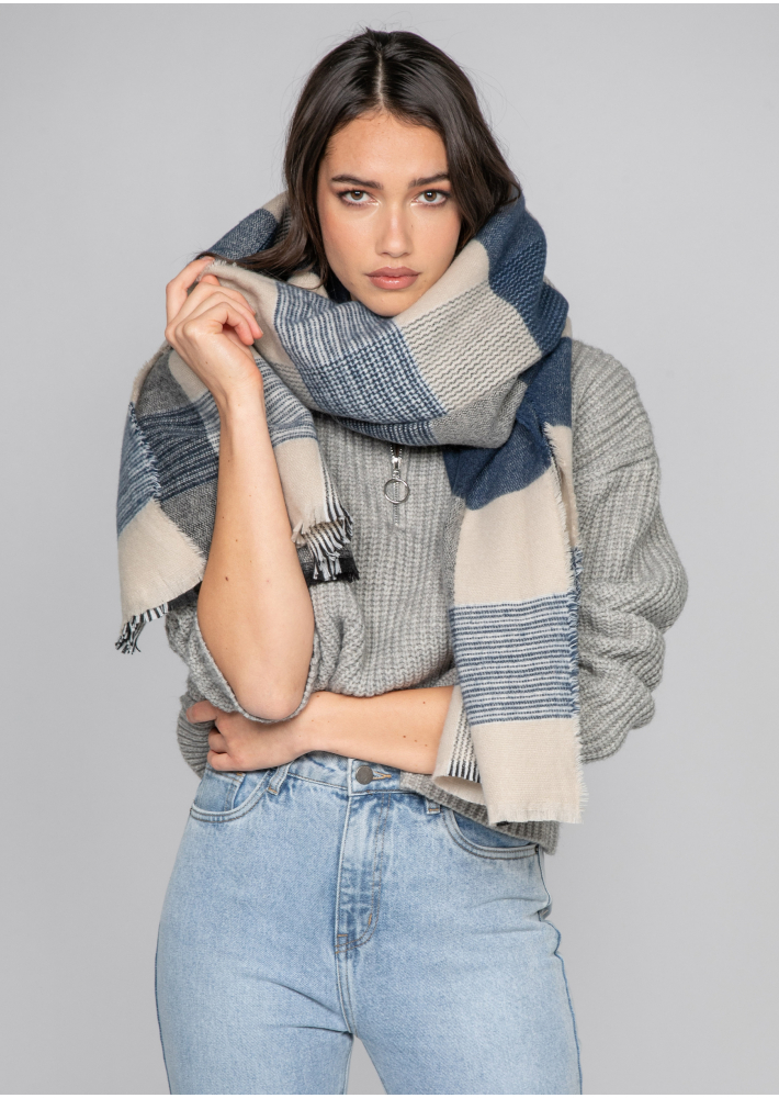 Check fluffy scarf in blue