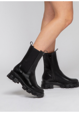 Chelsea boot with cleated sole in black