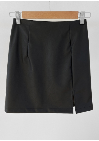 Faux leather skirt with slit in black