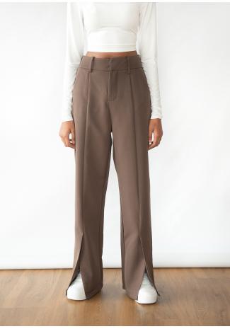 Pantalon marron fendu devant