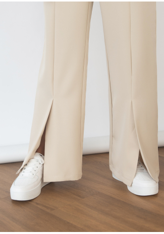Pantalon beige fendu devant
