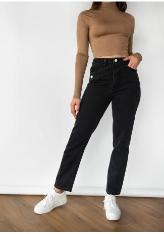 Jean noir avec ceinture asymétrique