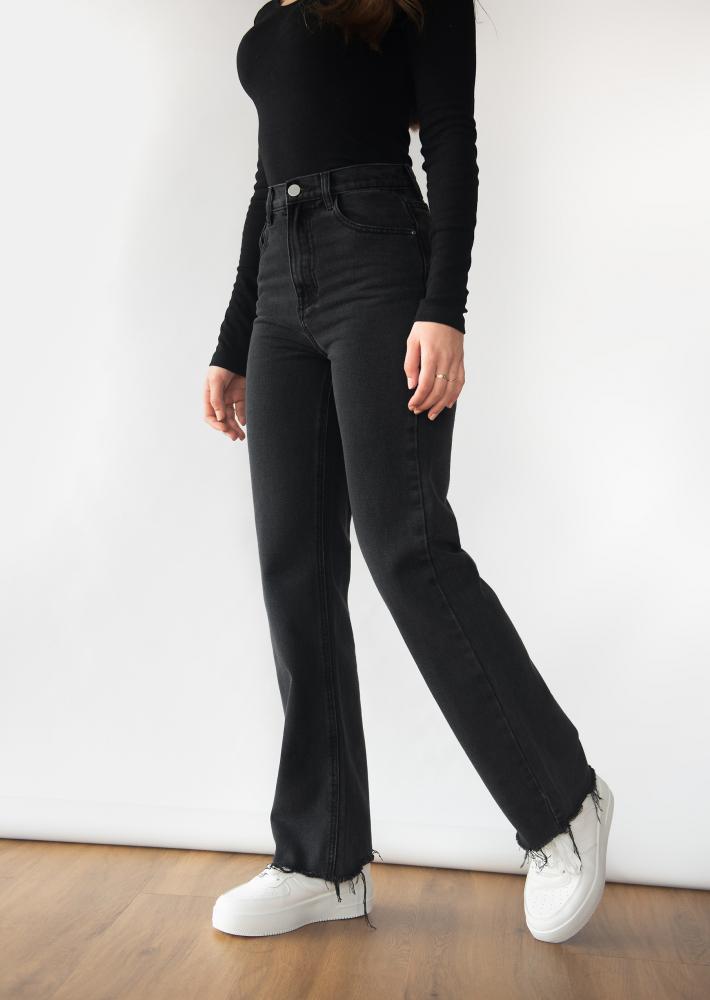 Straight leg jean in black