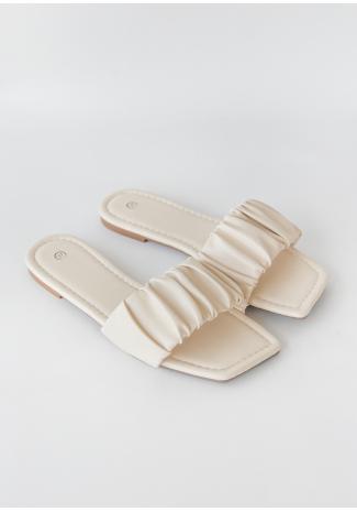 Sandalias planas con diseño fruncido y puntera cuadrada en beis