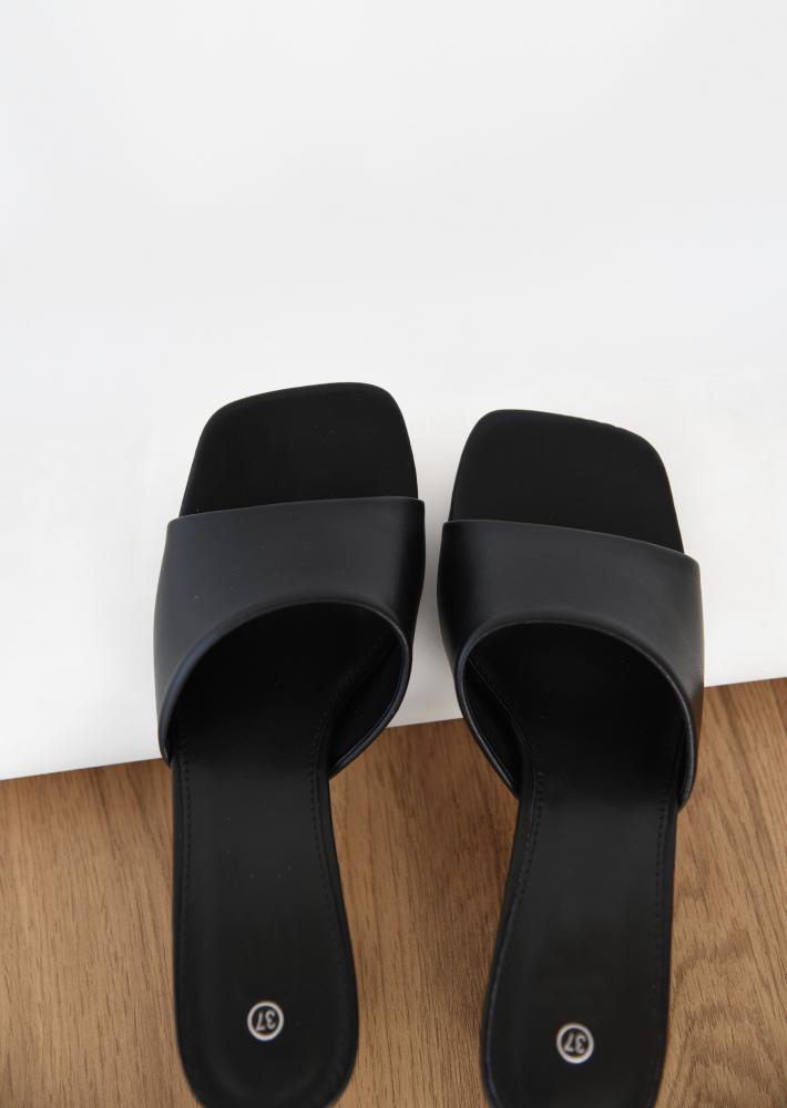 Heeled mules in black
