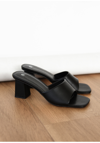 Heeled mules in black
