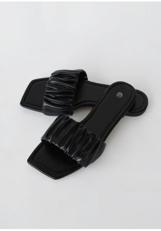 Sandales plates froncées à bout carré noir