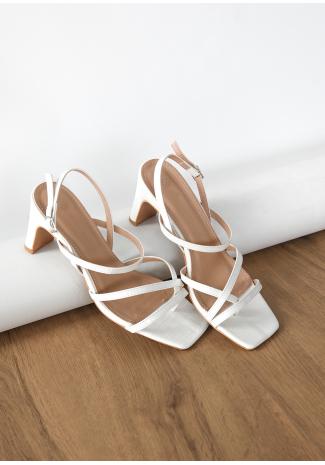 Sandalias de tacón blancas de estilo cocodrilo y puntera cuadrada