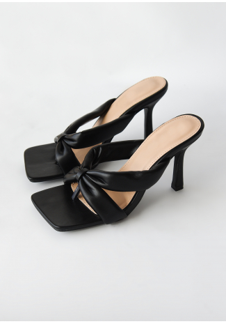 Toe thong heeled sandals in black