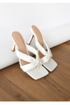 Toe thong heeled sandals in white