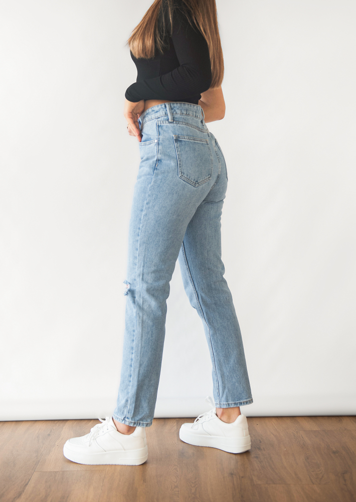 Straight leg ripped jeans