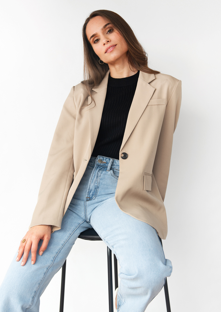 Oversized blazer in beige