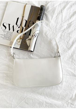 Shoulder bag in white patent