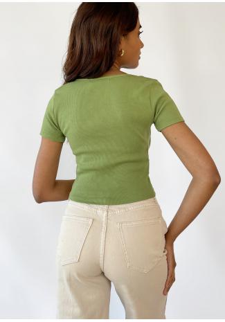 Camiseta con detalle fruncido en verde