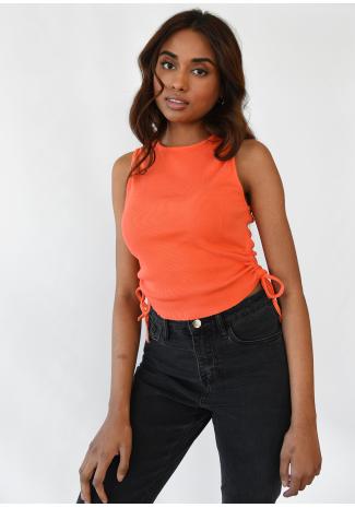 Camiseta naranja con lateral fruncido