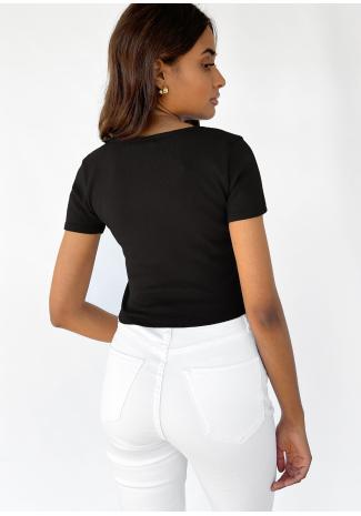 Camiseta con detalle fruncido en negro