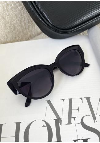 Bevelled cat eye sunglasses in black