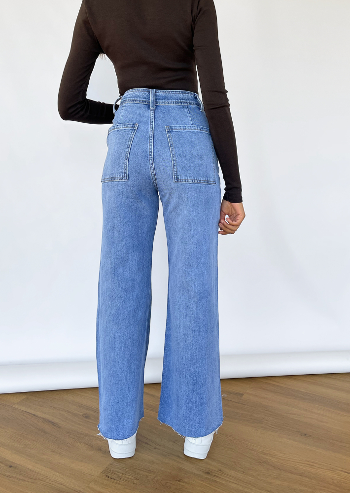 Flared Crop Jeans in blue