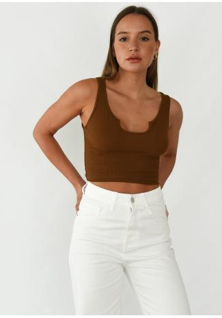 Camiseta sin mangas marrón de canalé con cuello de muesca