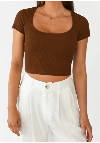Ribbed top with round neck in brown