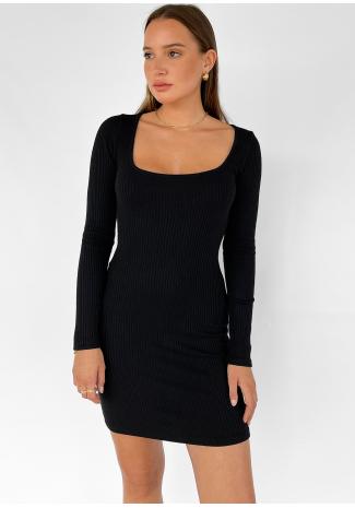 Vestido de punto con escote cuadrado en negro