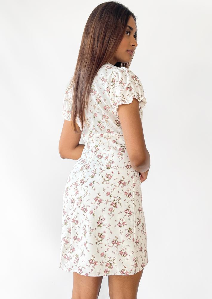 Robe blanche imprimée fleurie avec fente