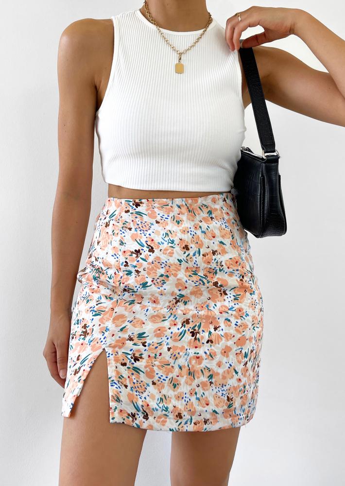 Jupe courte fleurie avec fente orange