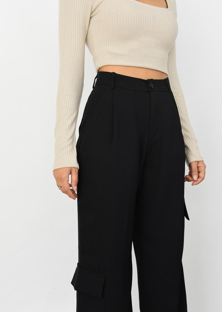Wide leg cargo pants in black