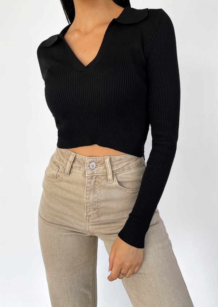 Rib collar top in black