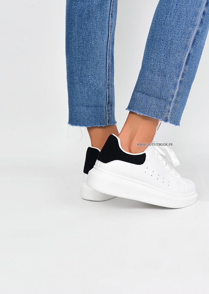 Baskets blanche avec plateforme et empiècement noir